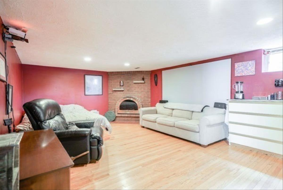 12 Sussex Ave Richmond Hill Ryan Ahadian
